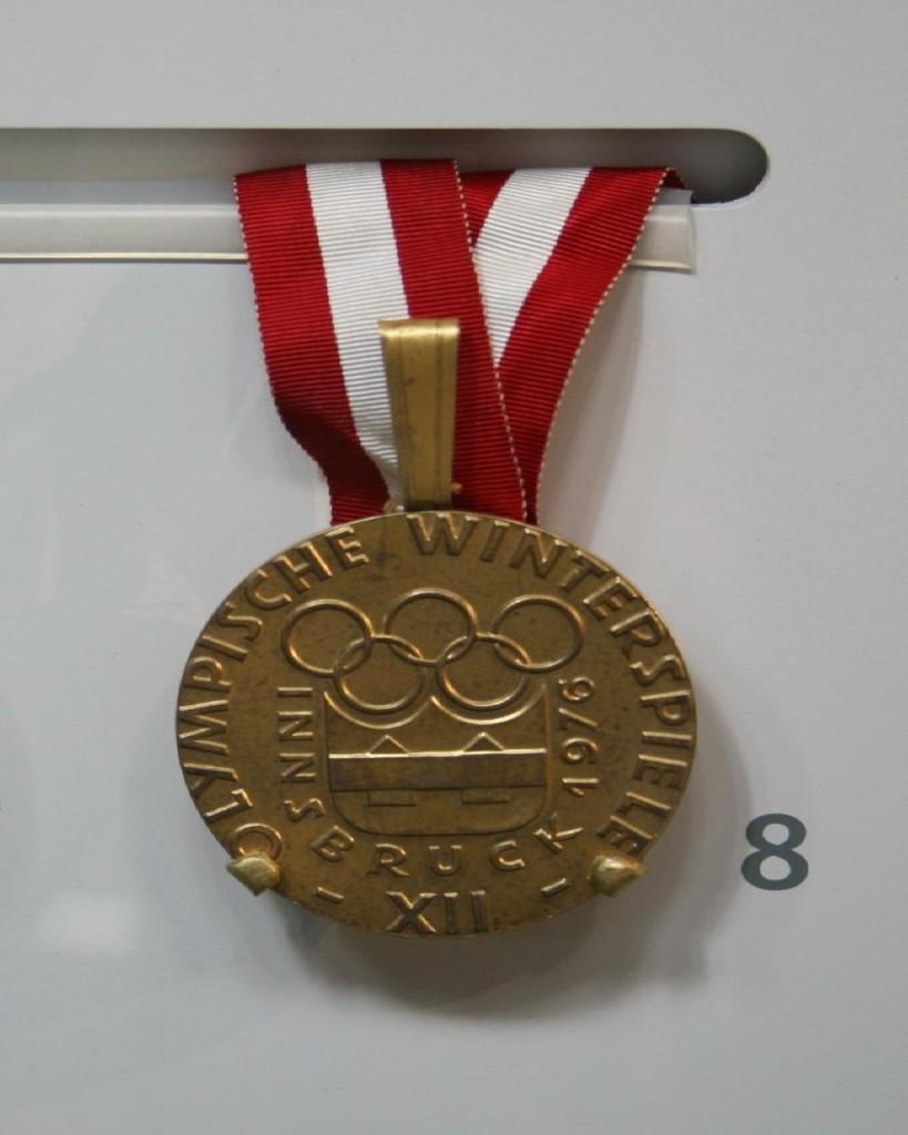1976_innsbruck_olympic_winter_games_gold_medal_dorothy_hamill_figure_skating-819x1024